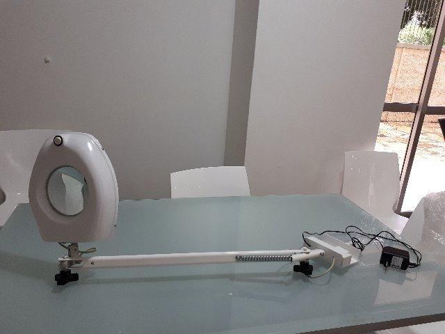 LUPA de Led com braçadeira móvel , branca, sem uso