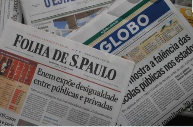 Vendo jornais velhos