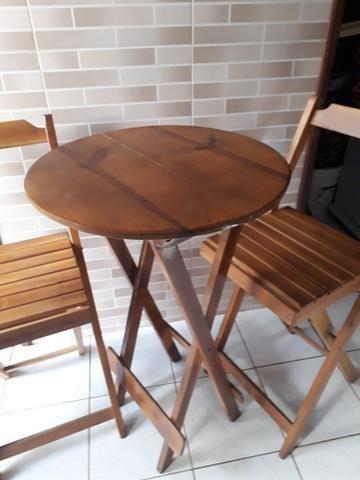 Mesa com cadeira bistrô madeira