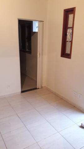Alugo casa proximo a Garagem da Reginas - Foto 2
