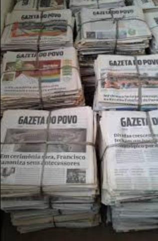 Vendo jornais velhos - Foto 2