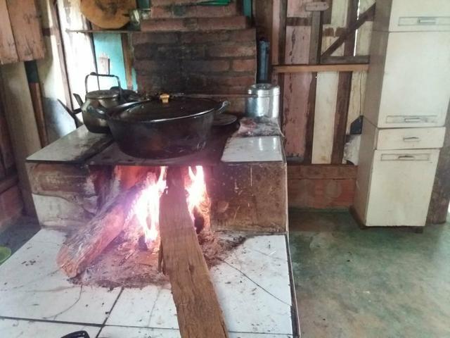 Vendo chácara de 7 hectares com 2 casas 1 cozinha caipira com fogão de lenha - Foto 2