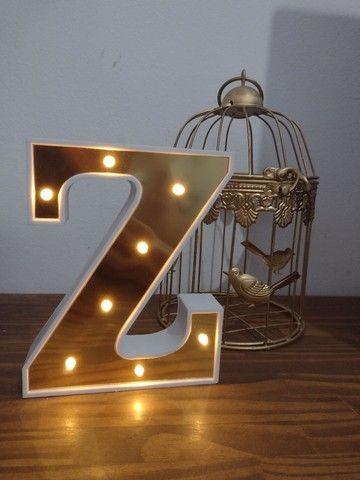 Letra Z iluminada a pilha decoração
