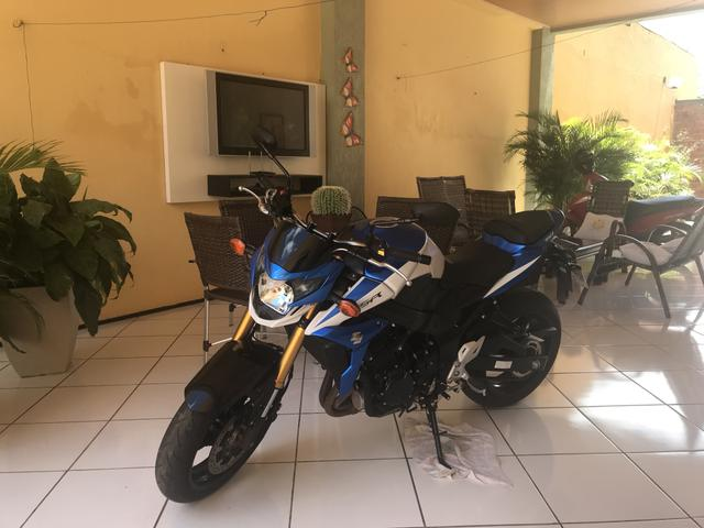 Moto 4 cilindros, GSR ZA 750 cilindradas e novíssima