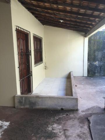 Excelente casa 100% Documentada, 2/4, Condomínio Imperial, ao lado do COPM, Financiável