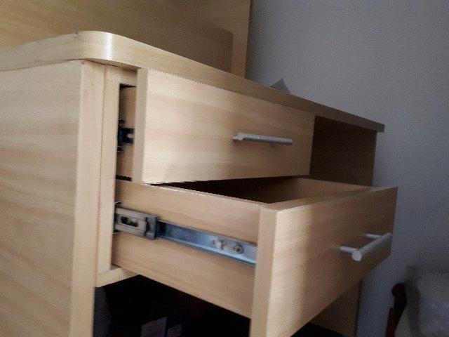 Mesa de escritório ,marfim,com 2 gavetas usada - Foto 3