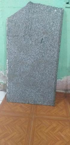 Pedaço de mármore de 1 metro de altura e 60c de largura
