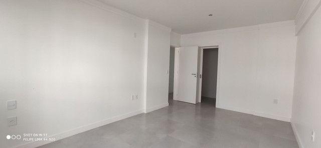 Apartamento 3 dormitórios de frente para lagoa do Violão - Foto 14