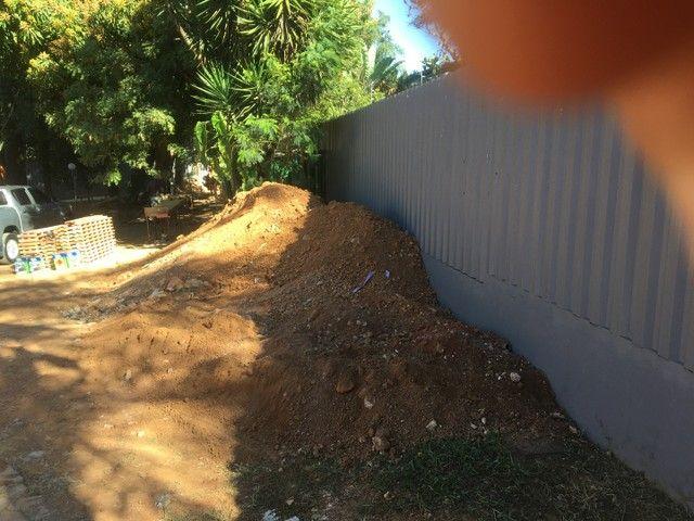 Aterro escavado pronto para retirar - Foto 3