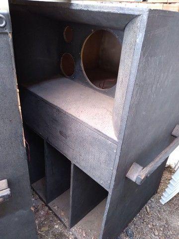02 caixa de madeira de som