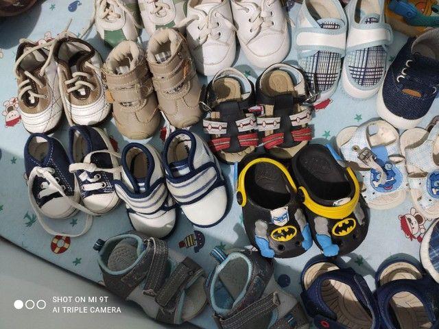 Lote com 18 pares de sapatinhos para menino - Foto 2
