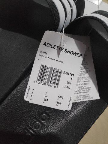 Chinelo Adilette Shower Original nova - Foto 6