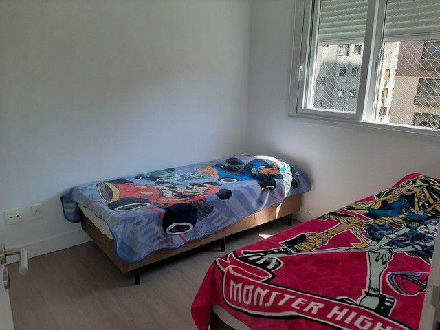 Alugo Apto Mobiliado de 3 dormitórios Bairro Petrópolis - Foto 4