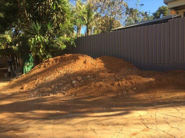 Aterro escavado pronto para retirar - Foto 2