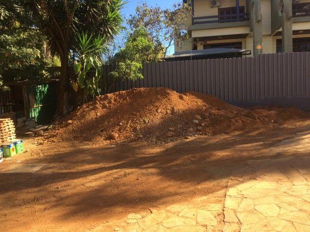 Aterro escavado pronto para retirar