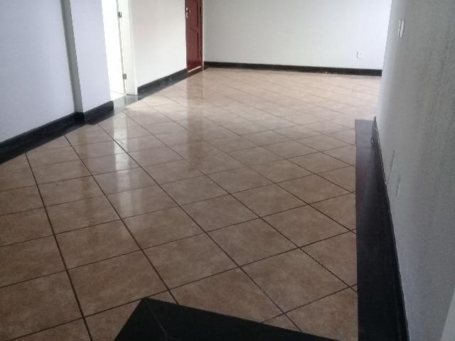 Vende-se Excelente apartamento, elevador próximo a Rei França, Eldorado - Foto 6