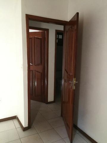 Excelente casa 100% Documentada, 2/4, Condomínio Imperial, ao lado do COPM, Financiável - Foto 10
