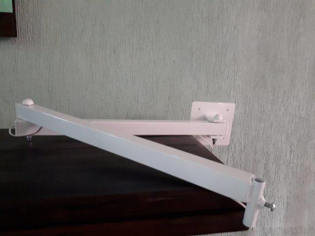 LUPA de Led com braçadeira móvel , branca, sem uso - Foto 3
