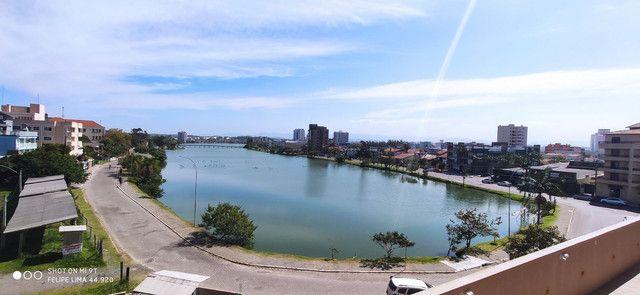 Apartamento 3 dormitórios de frente para lagoa do Violão - Foto 7
