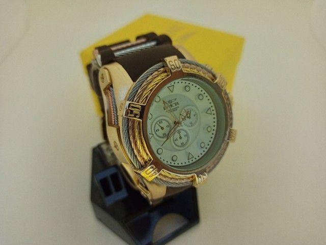 Relógio masculino dourado pulseira marrom muito lindo