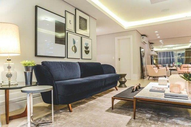 Apartamento para venda possui 441 metros quadrados com 5 suítes e 5 vagas de garagem em Cu - Foto 2