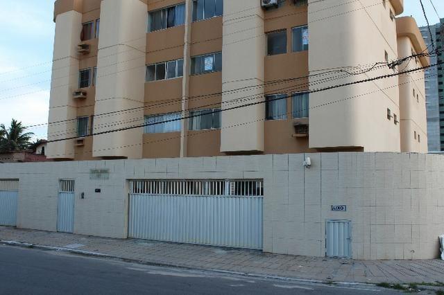 Apartamento no Ed. Santa Joana, Jacarecica - 30m da orla