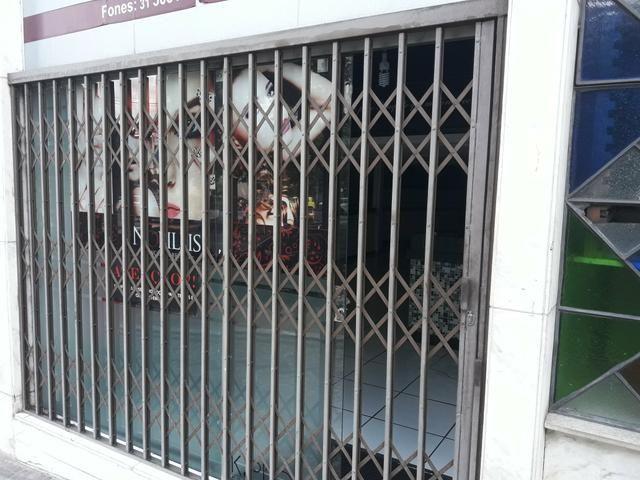 eb7170faf5fb6 Grade de proteção sanfonada para loja - Materiais de construção e ...