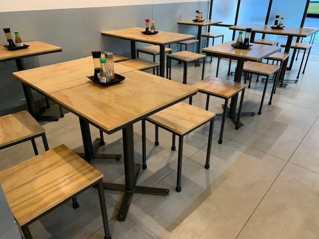 Mesas e bancos de bar