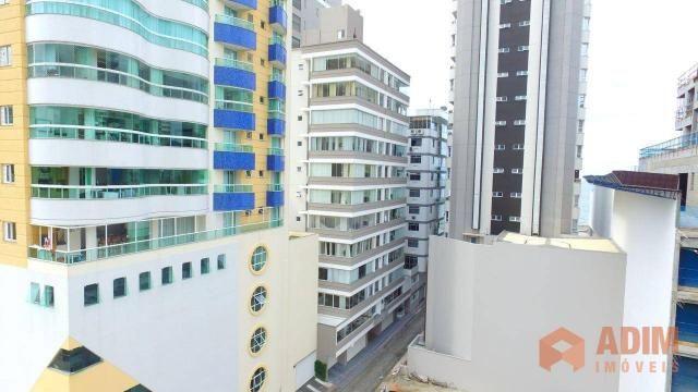 Apartamento quadra mar na Barra Sul, 2 dormitórios sendo 1 suíte, opção para 3º dormitório - Foto 2