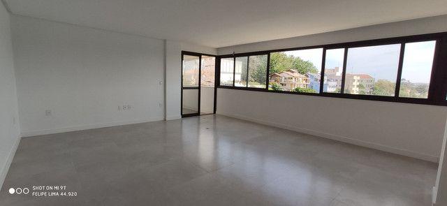 Apartamento 3 dormitórios de frente para lagoa do Violão - Foto 5