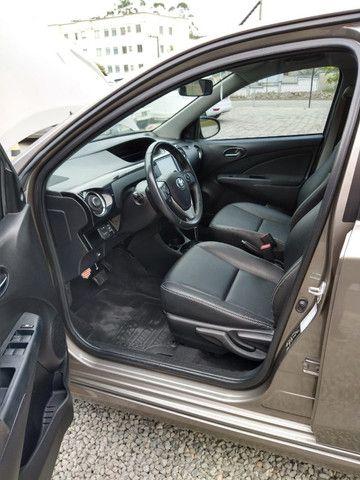 Vendo Etios Hatch 1.5 XLS Automático 2017/2018 - Foto 12