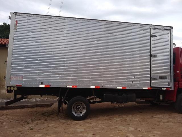 Vendo baú de caminhão bem conservado