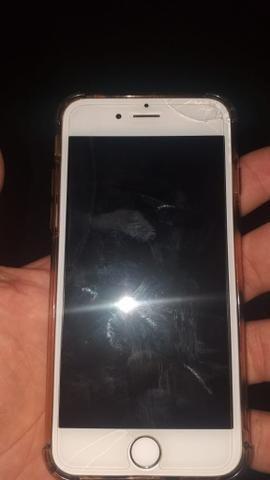 Vendo iPhone 6 com a tela trincada