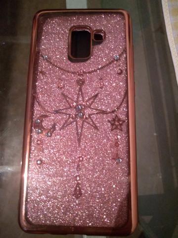 Capinha rosa e brilhosa para celular