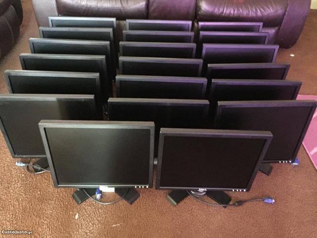 """Monitores de 15"""", 17"""", 19"""", 23"""" de modelos variados e valores excelentes V6 Informática!"""