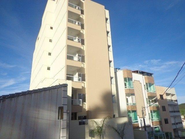 Apartamento com suíte e área externa no Vivendas da Serra por R$ 280 mil