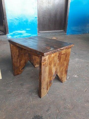 Banquinhos de madeira pinus rusticos 32 cm altura  - Foto 3