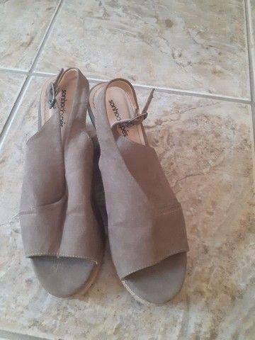 Sapato,sandalia,prateleira