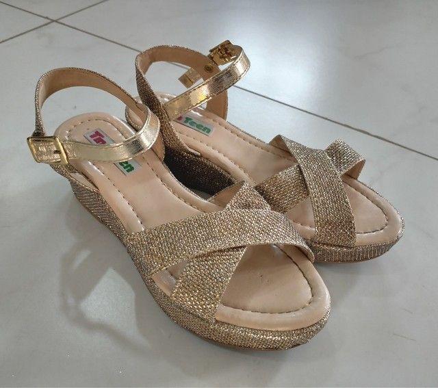 Sandália dourada brilho, infantil feminina POUCO USADA - Foto 2