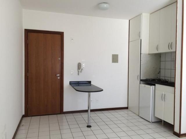 Alugo kit no condomínio master place - sgan 912 - bloco e, 2º andar;