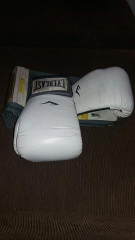 Luva de Muay Thai Everlast