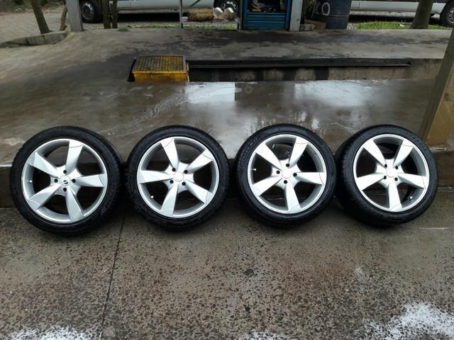 Rodas 17 com os 4 pneus novinhos