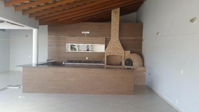 Samuel Pereira oferece: Magnífica casa térrea no Condomínio Mansões Entre Lagos com lazer - Foto 19