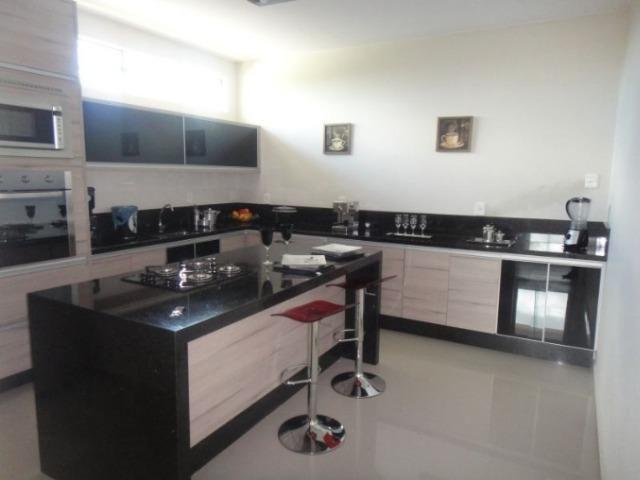 Samuel Pereira oferece: Magnífica casa térrea no Condomínio Mansões Entre Lagos com lazer - Foto 14