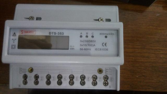 Medidor de energia trifásico. Usado