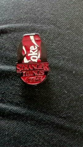 fournisseur officiel style exquis renommée mondiale Broche Stranger Things