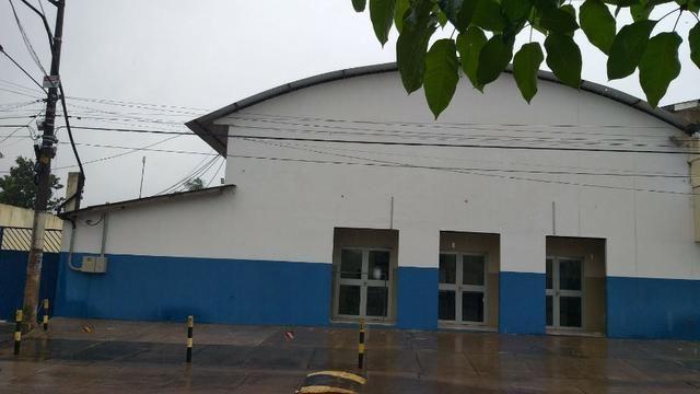 Galpão + salas + estacionamento