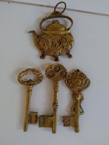 Chaveiro relíquia de bronze - Foto 3