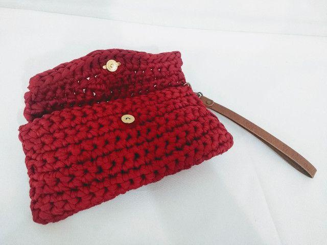 Bolsa carteira clutch em fio de malha alça de couro - Foto 4