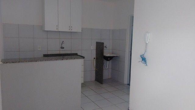 Kitinet um Quarto, Nascente, em Condomínio, com Vaga e ônibus na porta. Um mês de Caução. - Foto 6